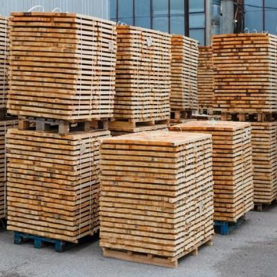 Skład listew drewniany